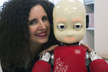 Alessandra Sciutti, ricercatrice tenure-track presso l'IIT - Istituto Italiano di Tecnologia