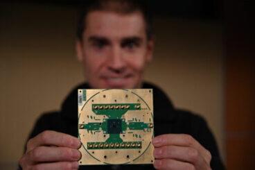 Il chip di controllo criogenico per il calcolo quantistico Horse Ridge, di Intel e QuTech